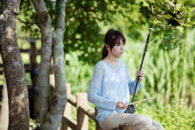 Teacher Lun plays her erhu